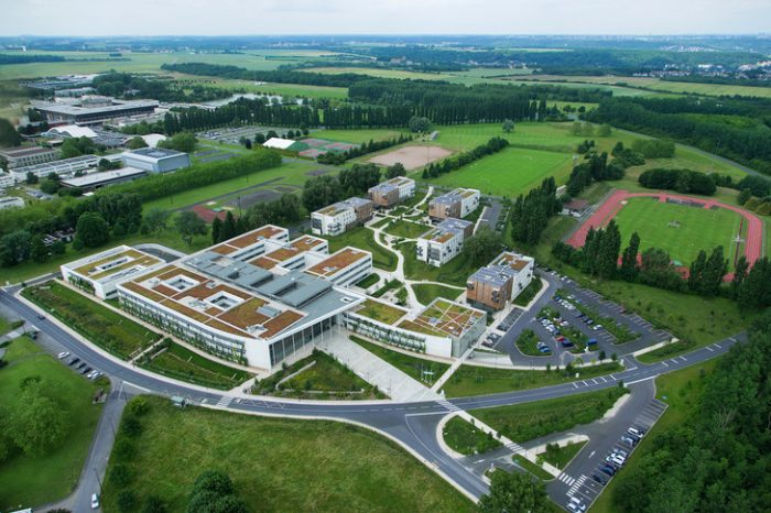 Vue-aerienne-campus-lEcole-polytechnique-lENSTA-ParisTech-2013_0_729_486
